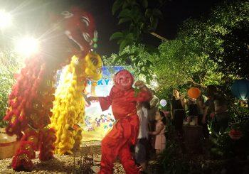 Thành viên Babylon Landscape tham gia tiết mục múa lân cùng các cháu nhỏ