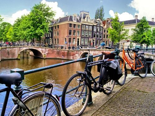 Amsterdam - thành phố của những chiếc xe đạp.
