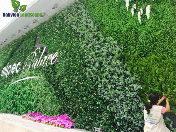 Thi công vườn đứng cây nhựa – Cây giả tại Mipec