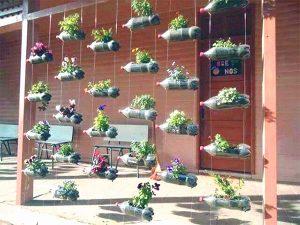 vườn đứng làm từ vật liệu tái chế