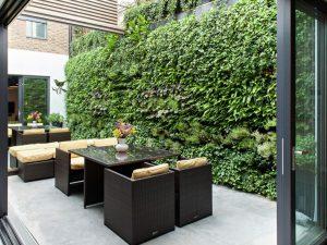 vườn đứng ban công tạo không gian mở cho gia chủ